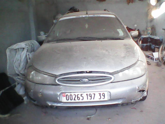 سيارة فورد مونديو