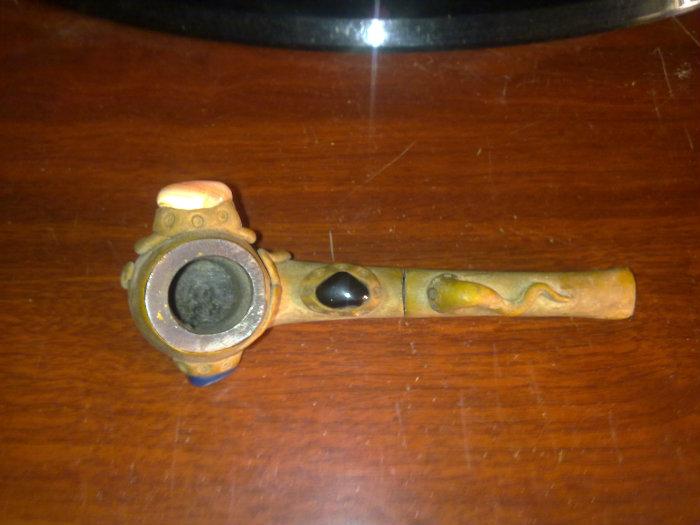 قطعة قديمة جدا للتدخين مرصعة باحجار ملونة
