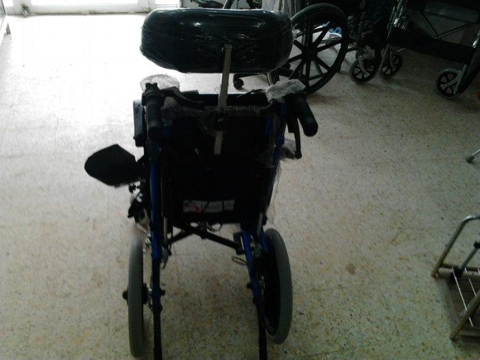 chaise roulante (pour les enfants)