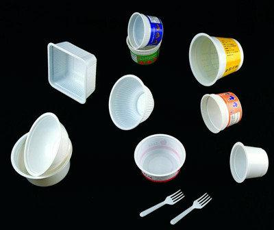 ماكينة تصنيع أكواب المشروبات البلاستيكية
