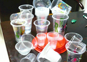 ماكينة تصنيع الأوعية البلاستيكية