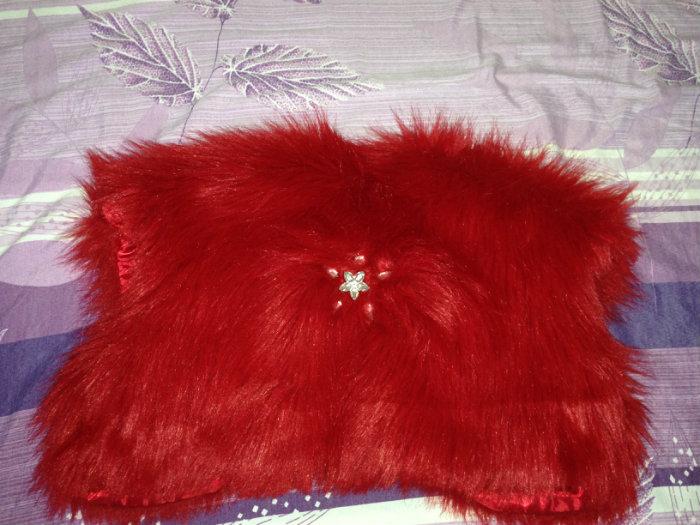 فستان أحمر للتصديرة بكل مستلزماته