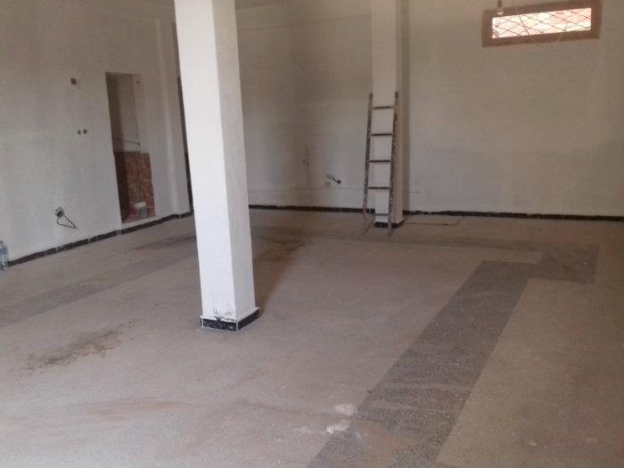 عقار عبارة عن صالة كبيرة بها دش وحمام في دبدابة (رادار)