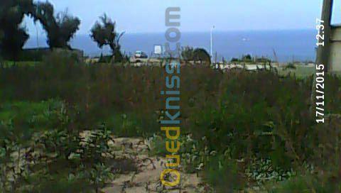 terrain à vocation touristique au bord de la mer