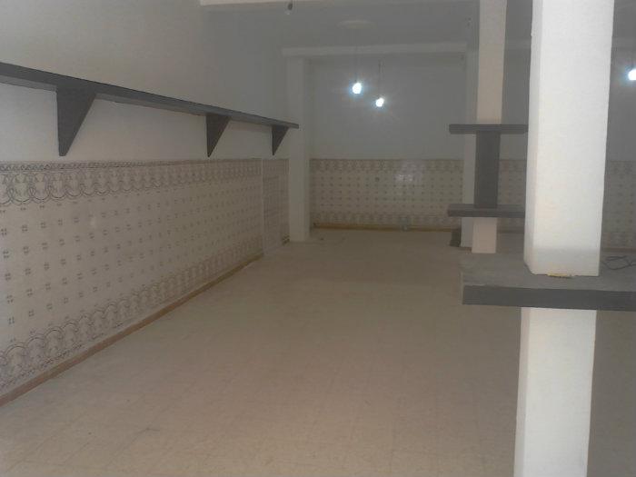 محل تجاري بمساحة 100 متر