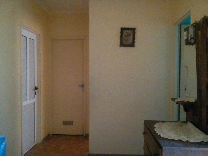 منزل ارضي مكون من : 6 غرف