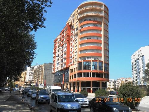 Surface de service de 104 m² en plein centre ville de Bejaia