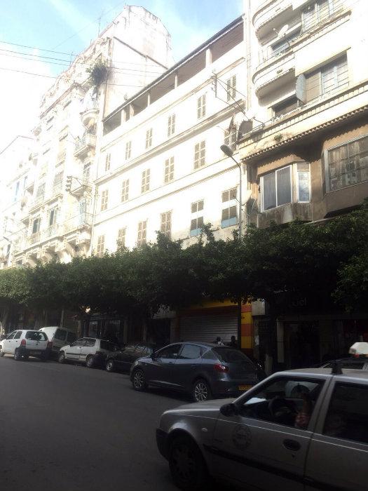 Hôtel à Vente aux enchère situer à Alger centre à la proximité de Rue D'ISLY