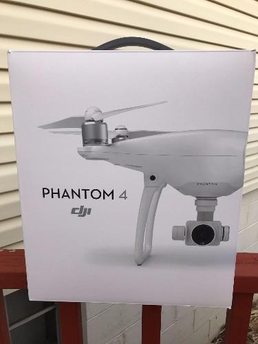DJI Phantom 4 Quadcopter Drone avec 4K Gimbal-Stabilized 12MP Camera