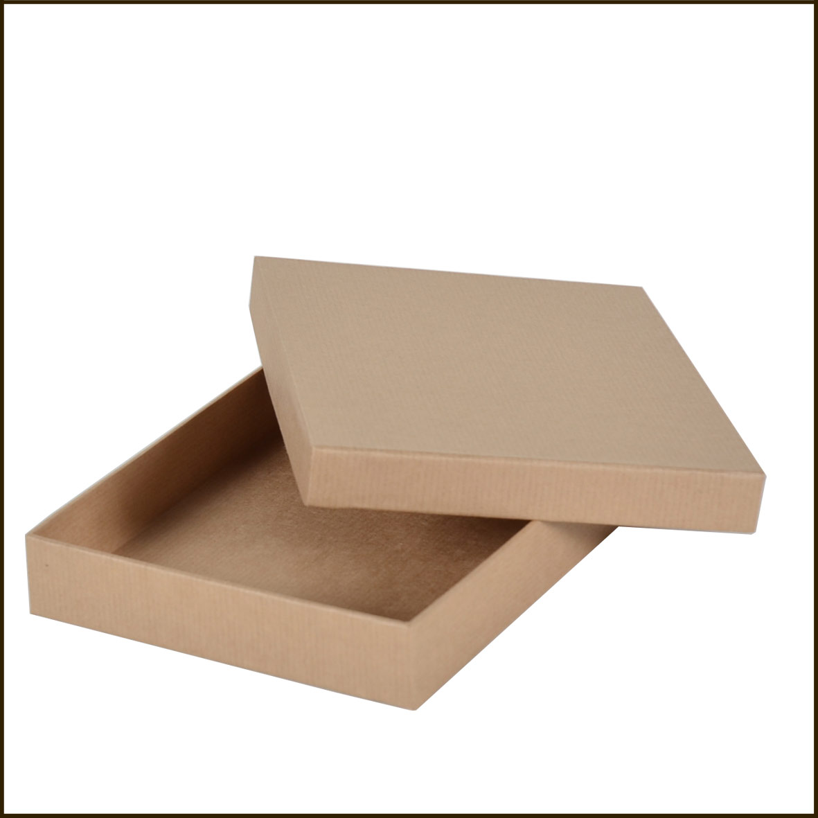 Cherche boites standard en papier / carton -250*250*50 mm environ.f