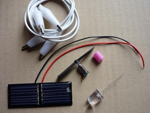 Cherche articles solaires: cellules / panneaux inférieurs à 30*30 Cm, batteries maximum 13 V 10 AH, fils et câbles etc.f