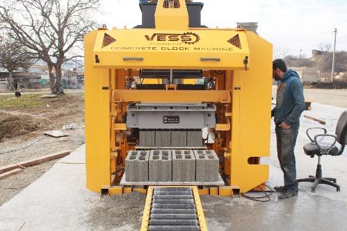 Machine a fabrication de Brique - parpaing   SEMi - AUTO