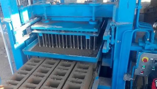 Machine a parpaing, paves